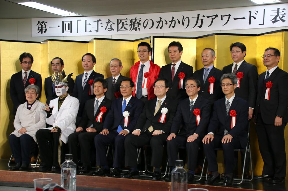 厚労省イベント直前の異例光景 加藤大臣は「出席未定」→「欠席」、報道陣にはマスク配布