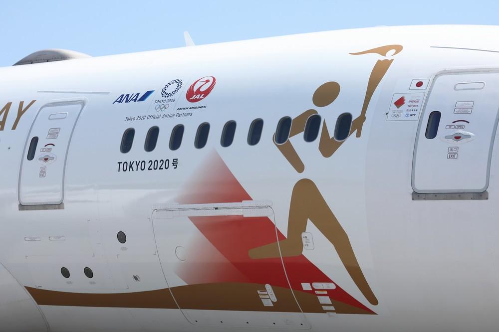 JAL機にANAのロゴがペイントされた