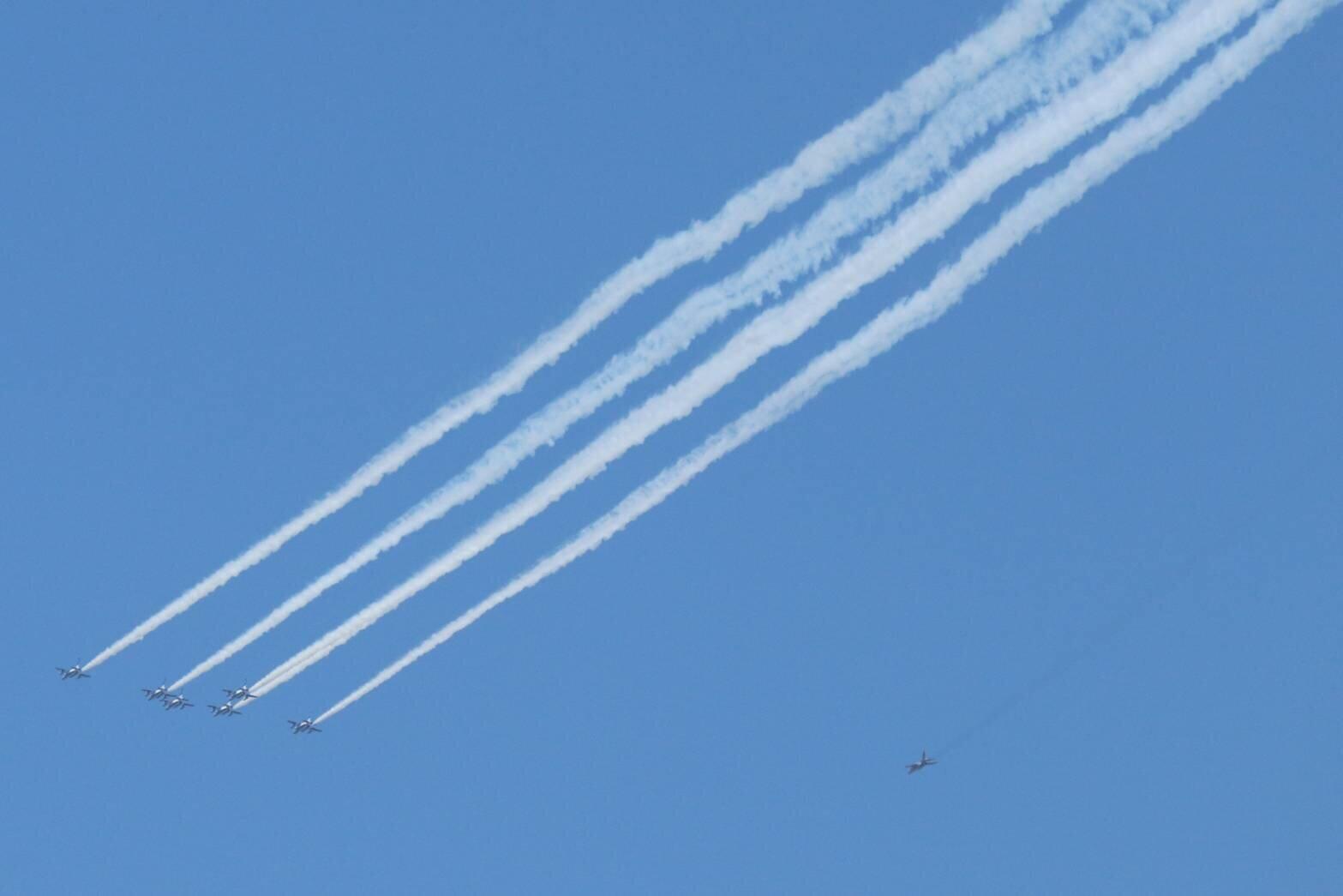 ブルーインパルス飛ぶ!が... 航空自衛隊YouTube中継はトラブル続き「白いカーソルが飛んでて草」