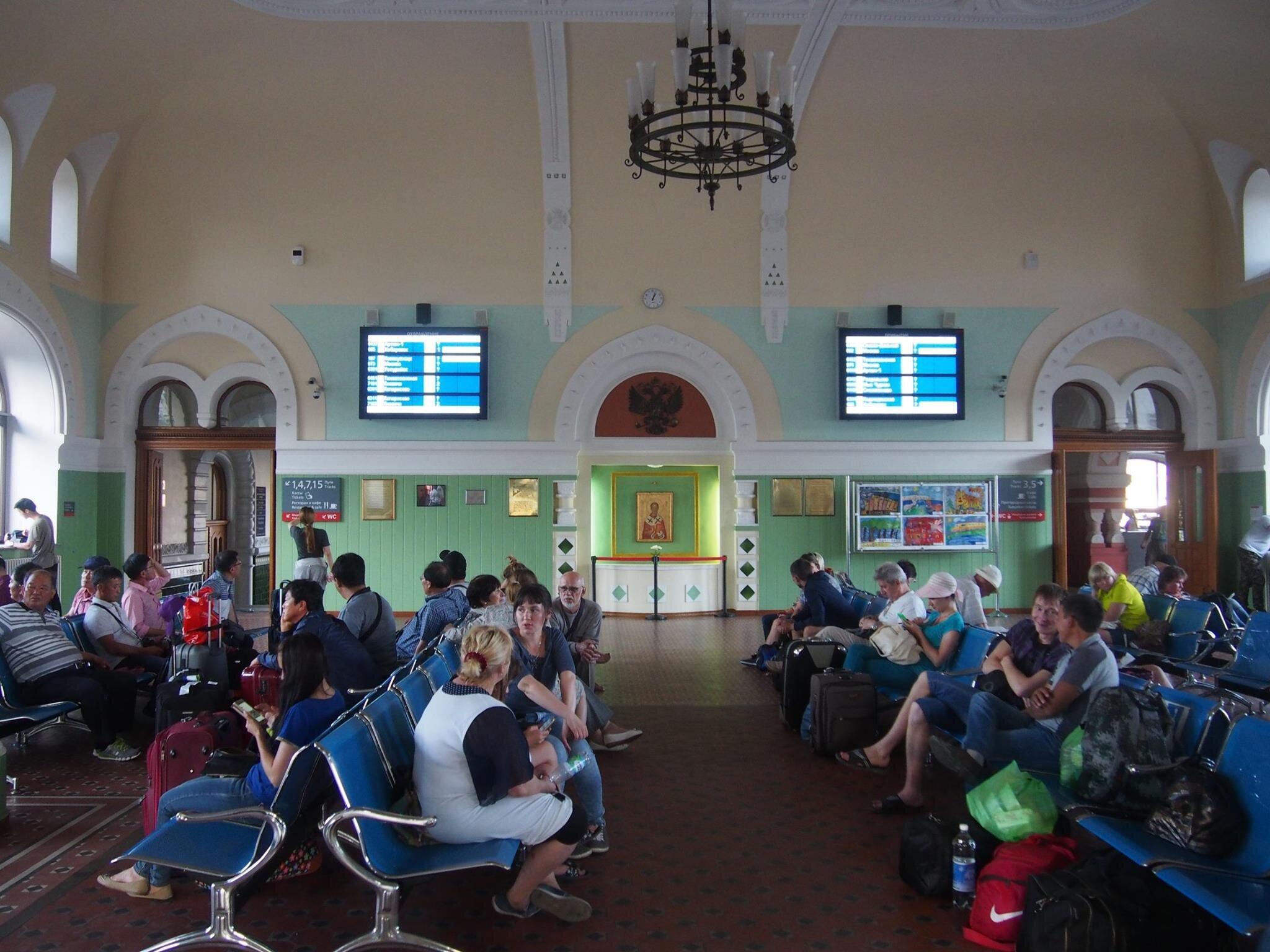 シベリア鉄道の起点駅ウラジオストク駅の待合室