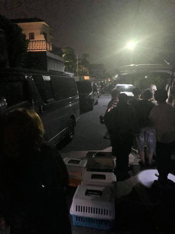 深夜にもかかわらず、女性宅前は騒然となった(写真は、神戸ナナプロジェクト提供)