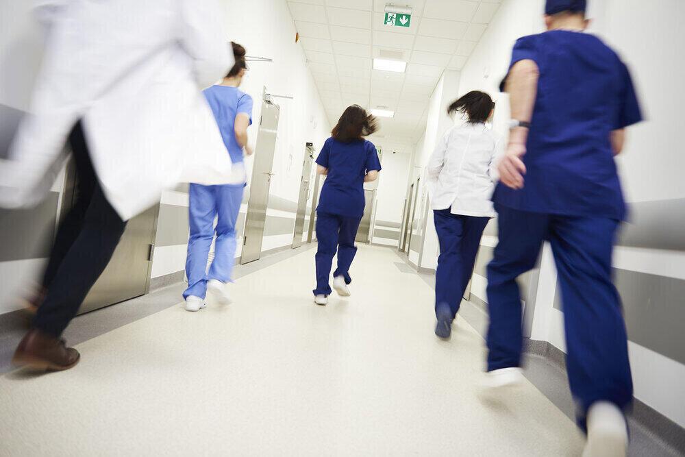 苦闘する医療、休めず働き続ける人々。<br>不確かな言葉ではない、現場のリアルな声。