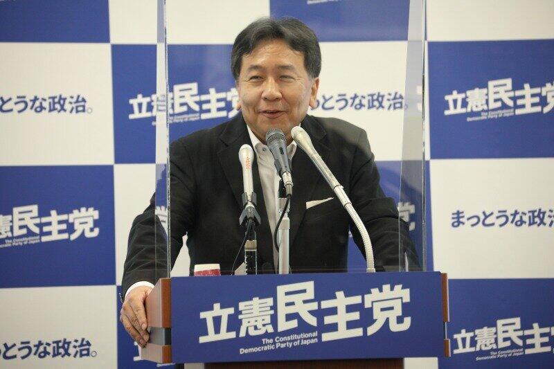 枝野幸男氏「欅坂」に絡めて「党名」議論を問われ... しかも会見中に「乃木坂」着メロ