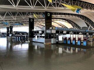 閑散とした関西空港第1ターミナル4階