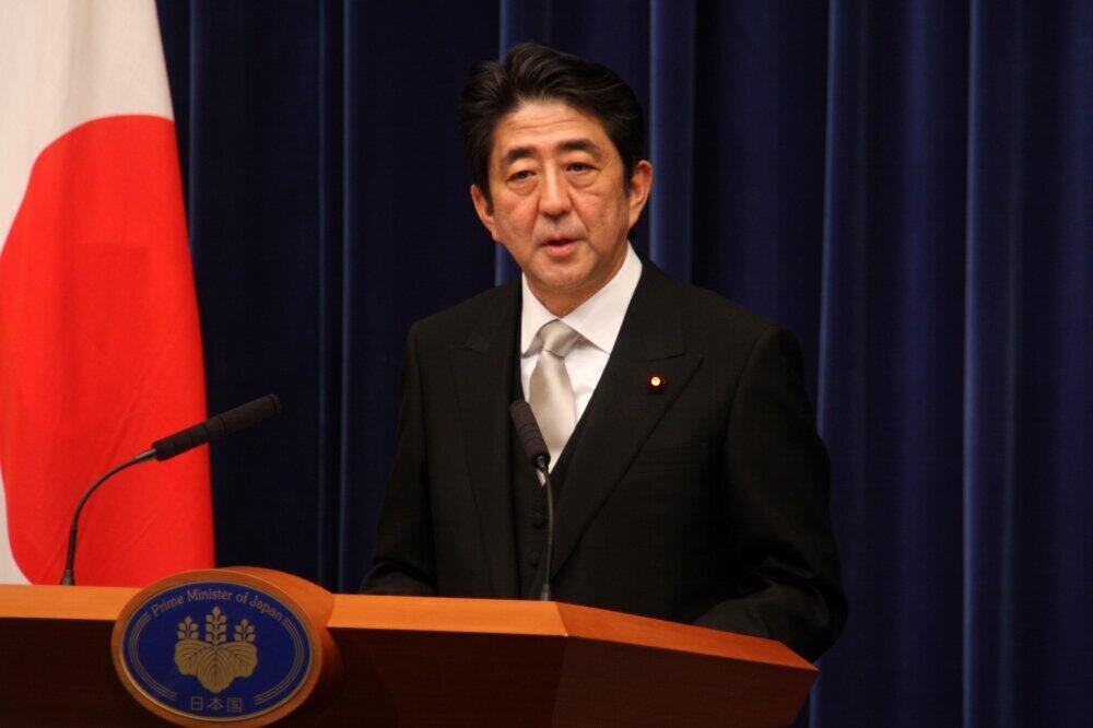 2012年12月、第二次政権の就任会議に臨む安倍首相