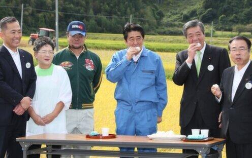 、2014年9月、福島訪問(首相官邸ウェブサイトより)