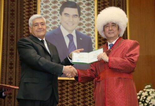 2015年10月、トルクメニスタンを訪問(官邸サイトより)