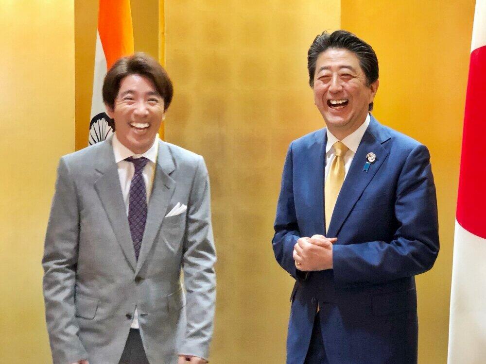 2019年6月、関ジャニ村上信五さんらと(官邸サイトより)