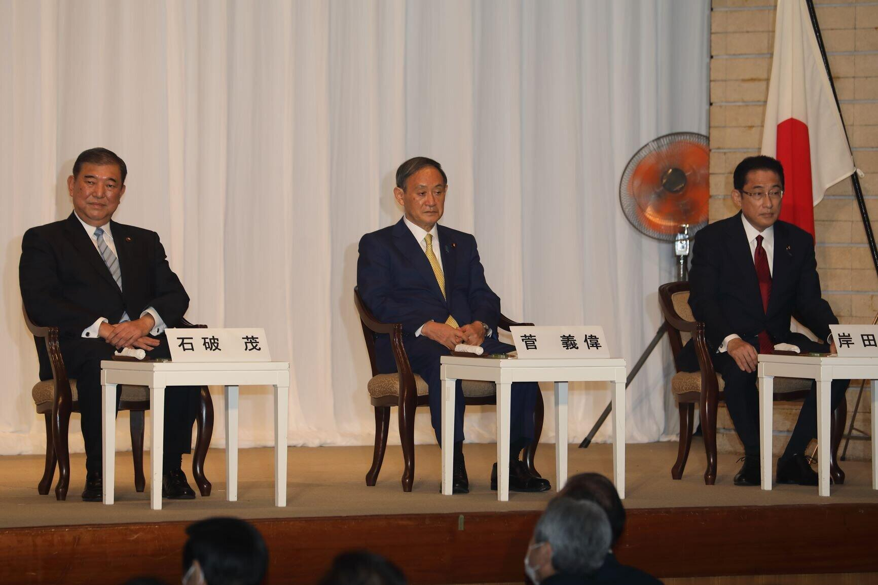 自民党総裁選の演説会に臨む3候補(2020年9月8日、東京都千代田区)