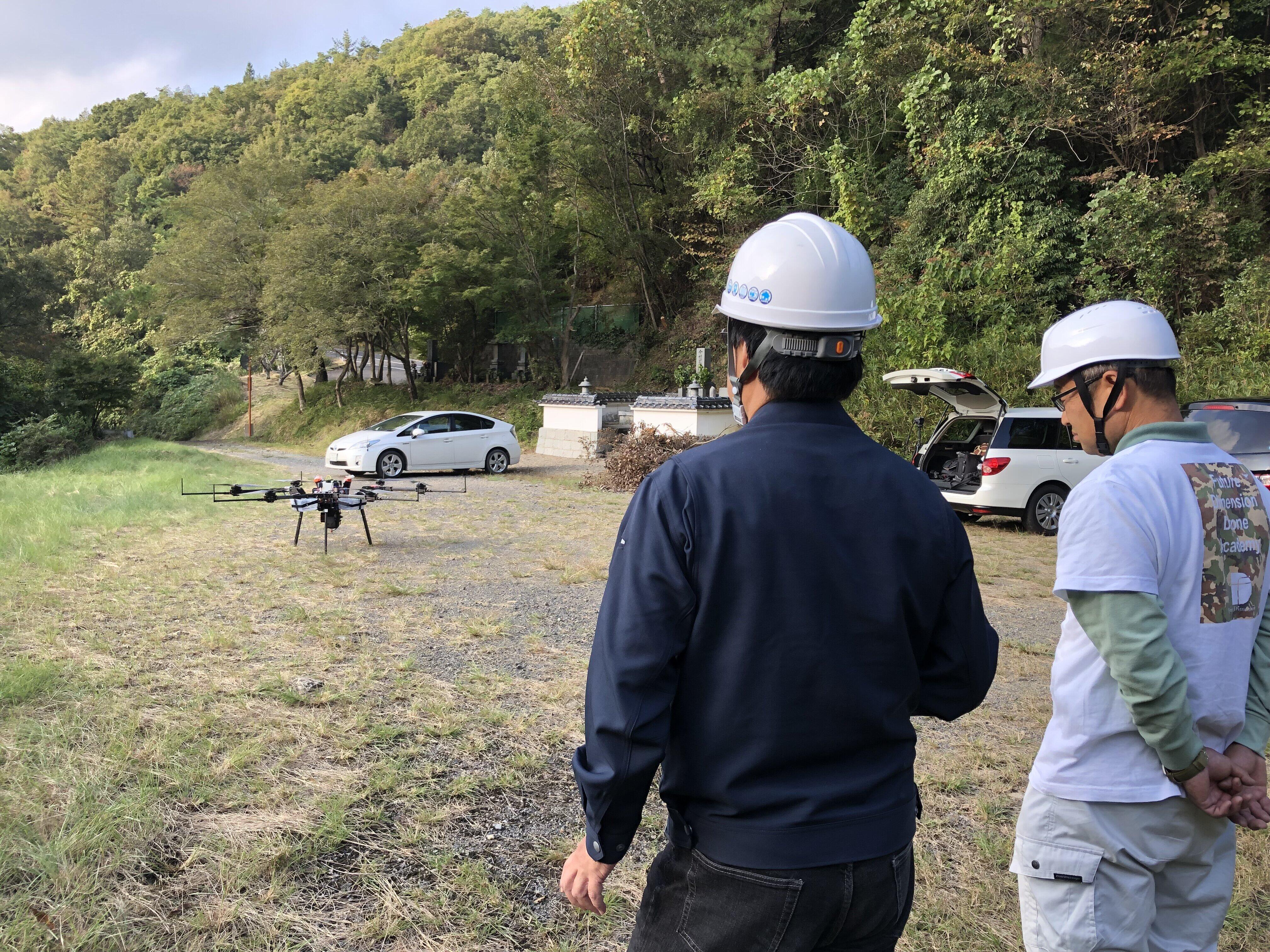 「和気町ドローン物流検証実験協議会」が岡山県和気町で行った配送実験の様子(フューチャー・ディメンション・ドローン・インスティチュート提供)