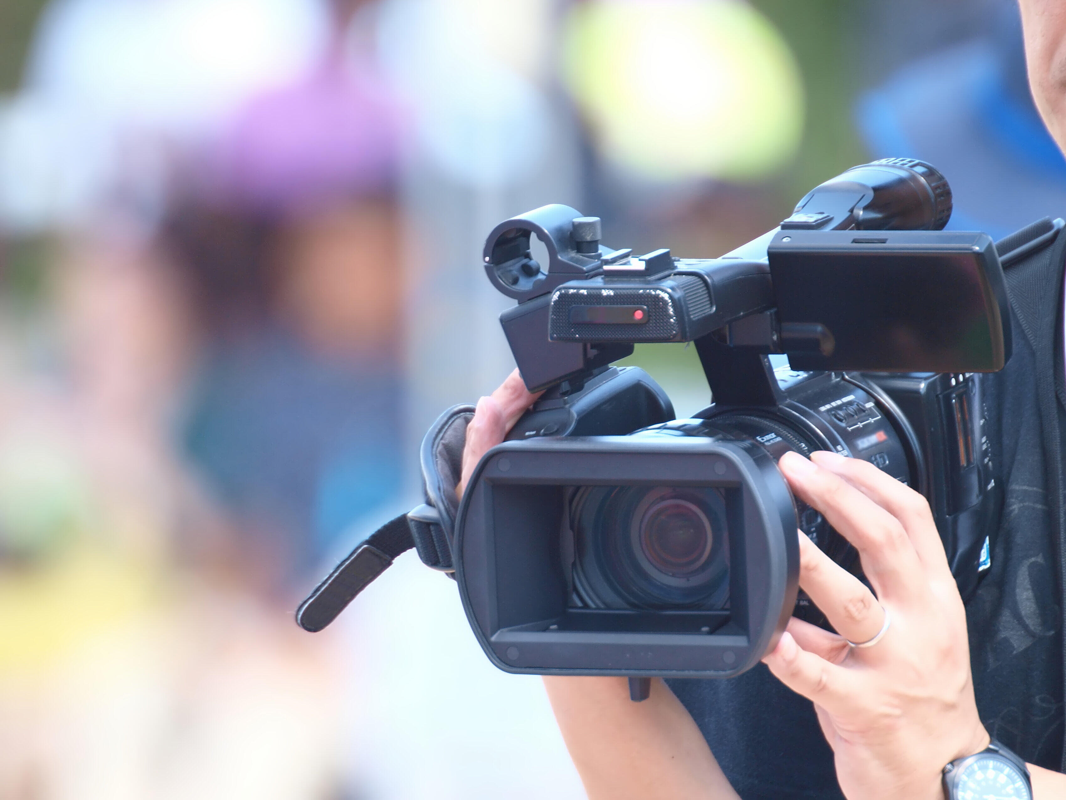 Photo of 竹内結子さんの家の前のメディア集結YouTuberの「通知」の動画で議論:J-CASTニュース[전체보기]