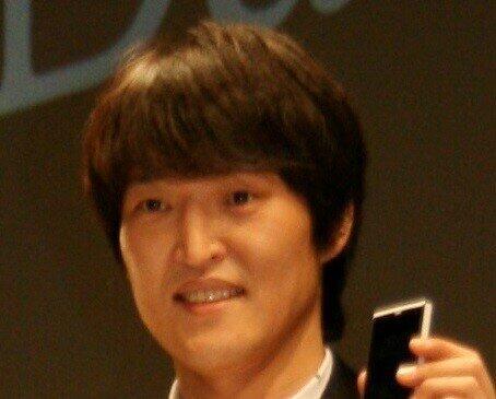 千原ジュニアさん(2012年撮影)も大喜び?