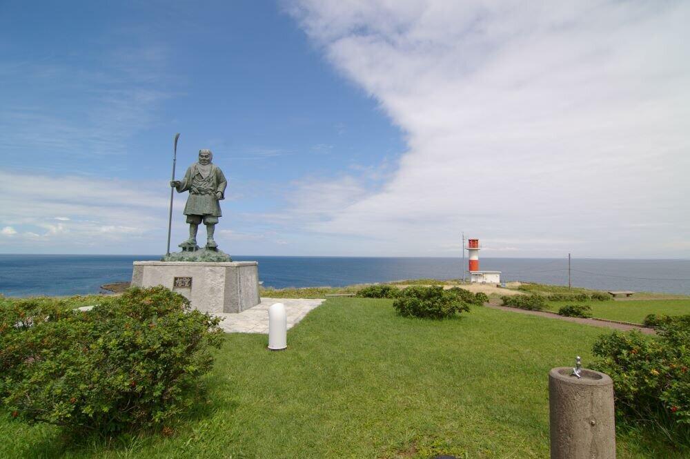 寿都町の弁慶岬(DrTerraKhanさん撮影、Wikimedia Commonsより)
