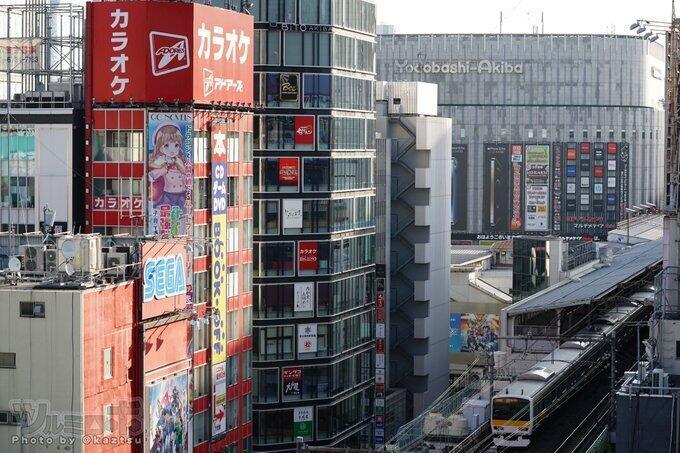 アニメの広告が掲げられたアドアーズ秋葉原店(写真は、ツルミロボ@kaztsuさん提供)