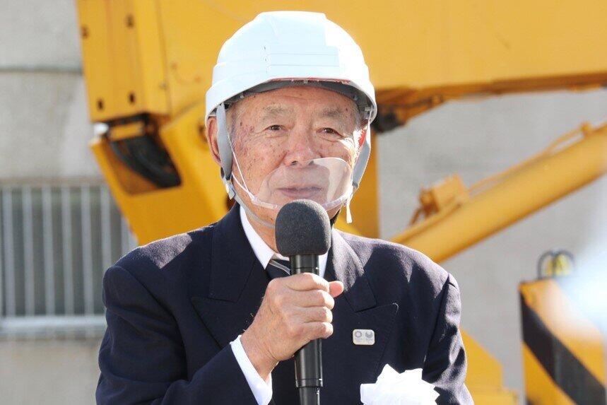 団地居住歴53年の岡崎登さん。団地の管理組合理事長を務めている