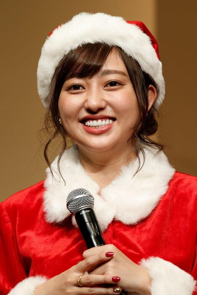 菊地亜美「たしかに顔が小さく見える 笑」 「夫が買ってきた」ものを着てみたら...