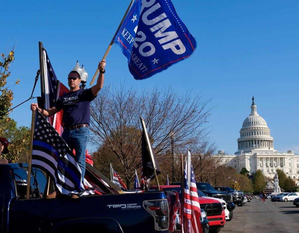 大統領投票日直後にワシントンで行われたトランプ支持者大規模集会。2021年1月6日の抗議集会はどうなるのか(2020年11月、筆者撮影)