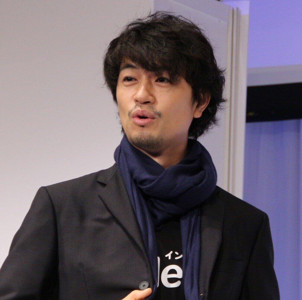 好きなタイプは?いつ結婚するの? 斉藤工、共演俳優からの「質問攻め」にタジタジ