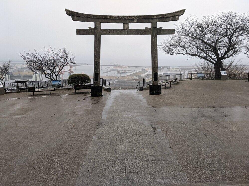 石巻市・日和山公園。東日本大震災では大勢がここに避難した。2021年3月20日夜の地震の後も、一部の住民が津波を警戒して一時避難してきた