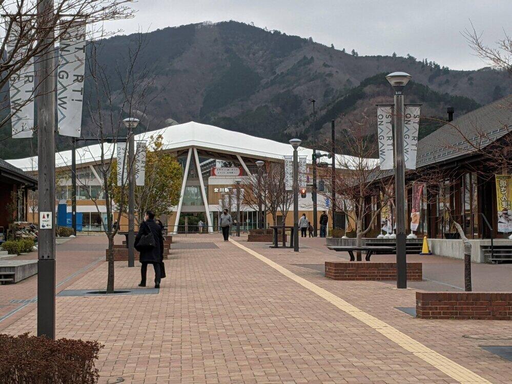 震災で壊滅したJR女川駅周辺は、駅舎と商業施設が新たにつくられた