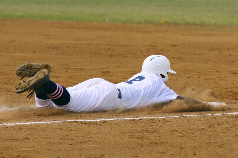もう時代遅れ?一塁へのヘッドスライディング 高まる負傷リスク...学生野球では「禁止令」も
