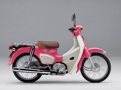 車体がピンク。映画「天気の子」モデルのスーパーカブ110