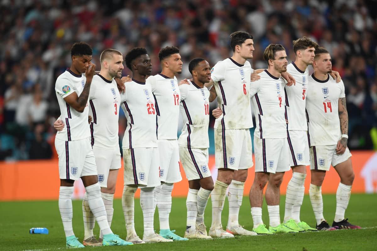 ユーロ決勝で敗れ「メダル外し」 イングランド代表の「表彰式マナー」英メディアはどう報じた