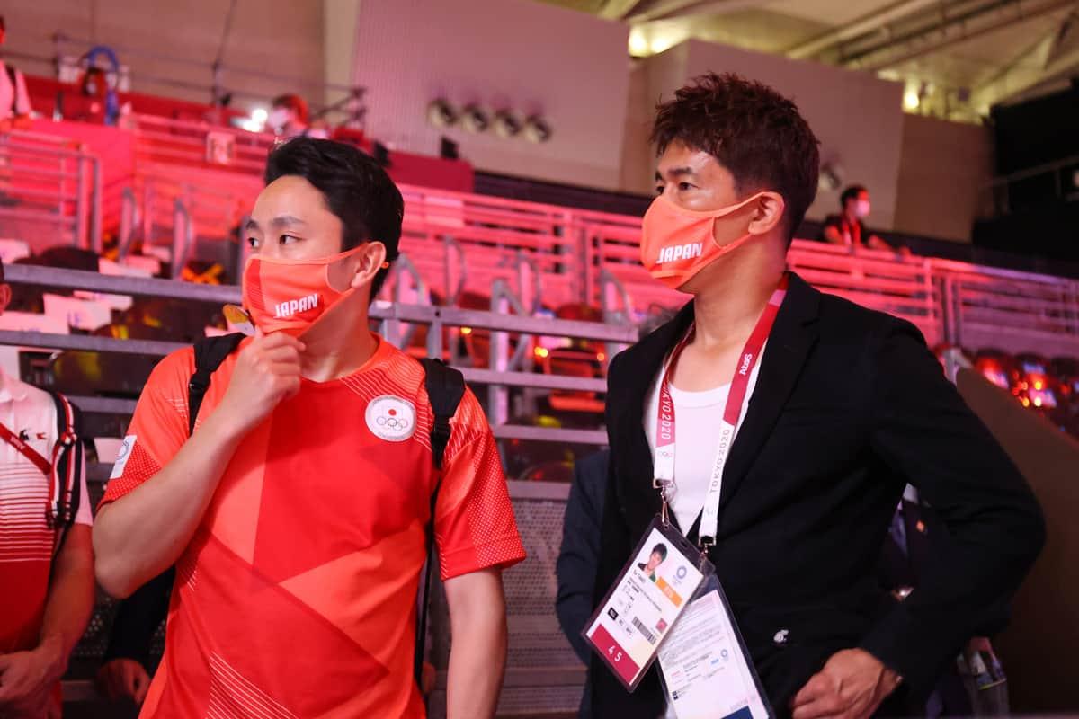日本フェンシング協会前会長の太田雄貴さん、現会長の武井壮さん(YUTAKA/アフロスポーツ)