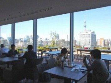 5500平米の広さ! 日本HP本社の社員食堂は「全席電源・無線LAN完備」