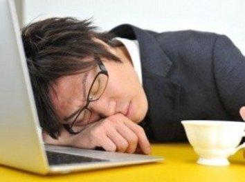 1位「残業」、2位「徹夜」… 仕事の納期に遅れそうなときにすること