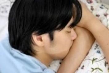 流行りの朝型勤務で睡眠不足 「結局、夜も残業」の人も