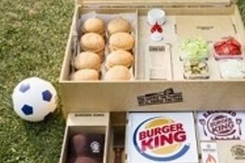 プロ級のハンバーガーを「自宅の庭で」 BBQ盛り上げる「キット」の中身【サイト拝見】