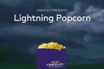 落ちてコーンを弾けさせたまえ カナダの映画館「雷乞い」活動