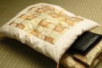 一晩寝かせると金運パワー回復 財布専用高級布団、おいくら?