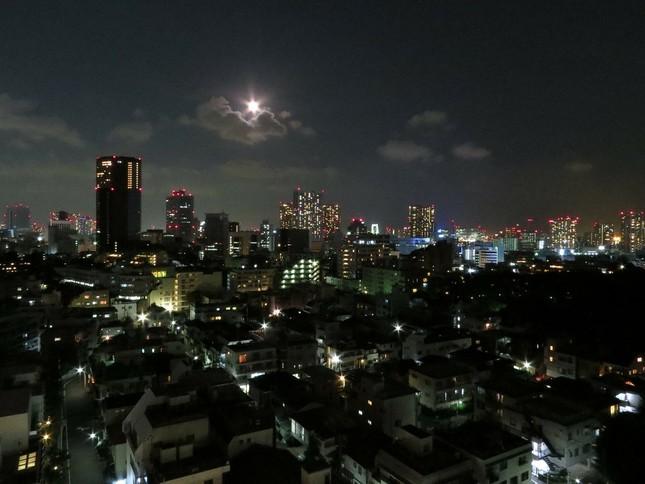 夜更けまで働く日本人