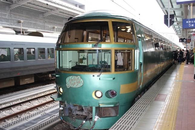 JR九州の列車「特急 ゆふいんの森」。博多‐別府間を走る