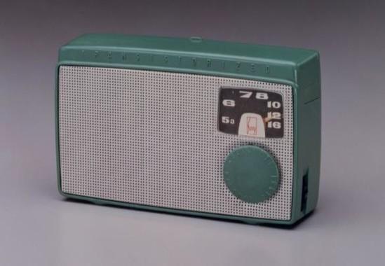「It's a SONY展」に展示されるトランジスタラジオ