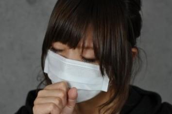 冬は職場「マスク」問題の季節 「常識」求め悩み相談に次々と