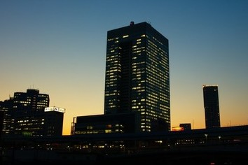 東京市場で東芝株がストップ安 米社の巨額損失に「失望売り」