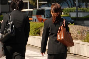 入社祝い50万円でぜひ当社へ 求人サイト会社「人集まらず」