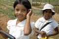 サッカー界もカンボジアに学校 子供たちに校舎より必要なのは