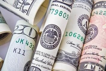 銀行が熱心な「外貨建て保険」 メリットあるがクレームも急増
