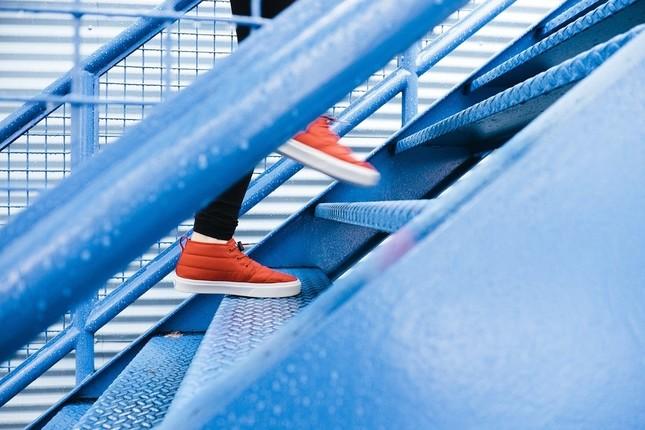順調に階段を駆け上がる人、そうでない人