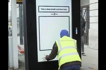 ショック! 喫煙者が絶対読めない「白紙」のポスター?