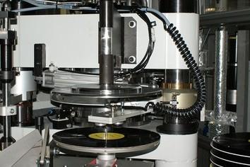 ソニー、29年ぶりレコード生産 楽曲提供の選択肢増やす