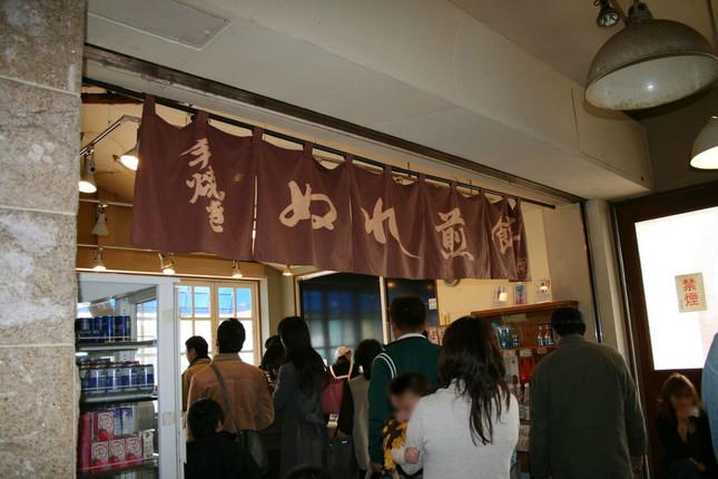 銚子電鉄、「ぬれ煎餅」の売れ行き不振で赤字に転落(2006年11月撮影)