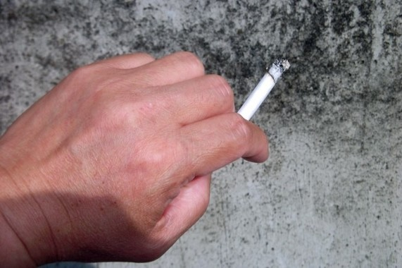 子どもにタバコの煙を吸わせない!