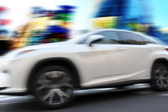 自動運転車の普及なるか(画像はイメージ)