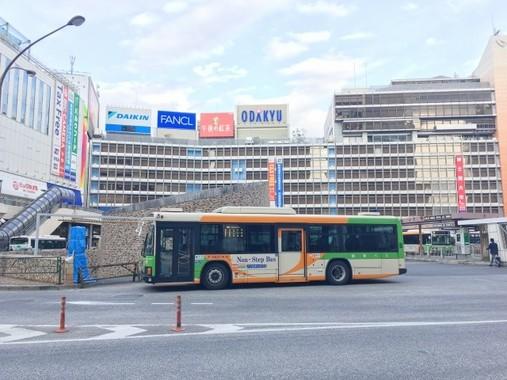 路線バスの6割超が赤字だった(写真は、新宿駅西口ターミナル)