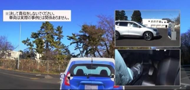 衝突被害軽減ブレーキの動作の様子。先行車の後部の形をはっきり認識する必要があるペダルの踏み間違い時に停止する様子。(同)